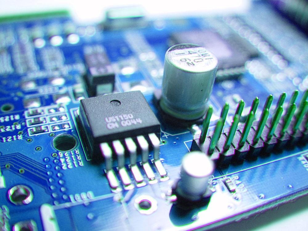 集成电路采用光纤激光打标机进行标记加工的应用优势